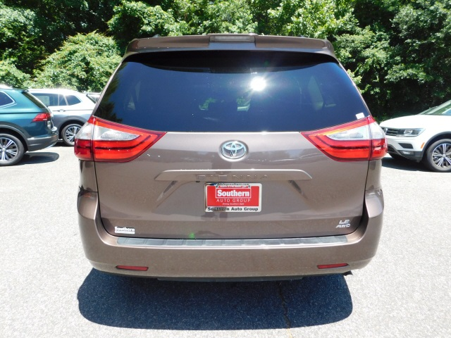 Pre-Owned 2018 Toyota Sienna LE